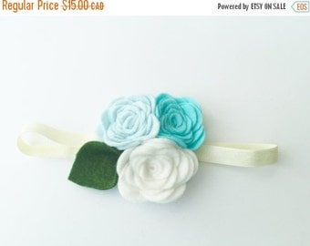 Felt flower clip - Light blue and white - flower hair clip - Elise