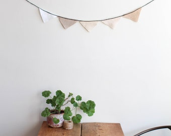 Linen Pennant in White and Tan