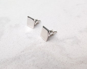 Sterling silver / Square studs