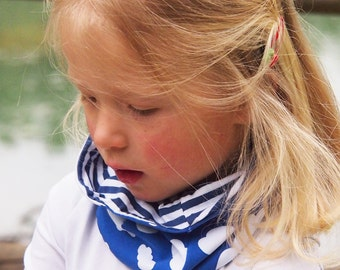 Kid loop scarf, toddler and kids infinity. Organic cotton. Reversible: Blue loop scarf with white clouds + white/blue Stripes
