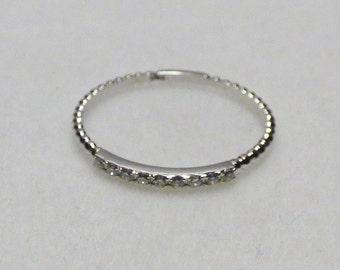 Halbmemory ring with 9 diamonds