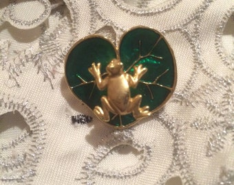 Vintage Goldtone Frog on a Green Enamel Lilly Pad Pin