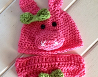Crochet pig with diaper cover, pink pig hat, pig hat with bow, newborn pig set, infant pig hat and diaper cover, baby photography outfits.