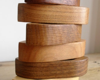 Mid-Century Carved WOODEN NAPKIN RINGS Set of Six Retro Table Variegated Wood Waxed Wooden Napkin Rings Vintage Wood Oval Napkin Holders