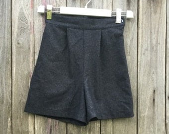 Vintage Shorts/ 90s/ woman/ gray/ size S/ high waist/ wool/ zip/ Made in Italy