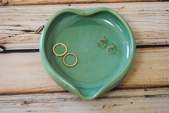 Ceramic trinket dish heart shaped bowl mint ring dish for Heart shaped jewelry dish