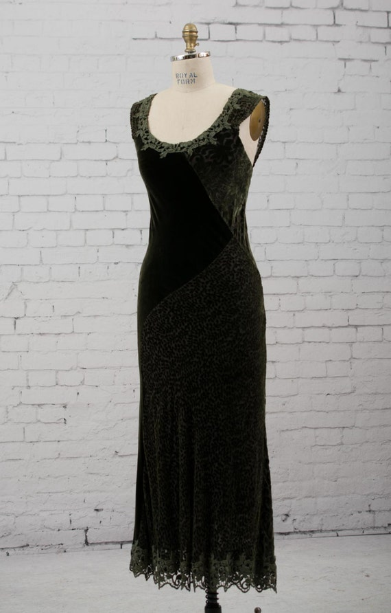 Forest green velvet evening gown wedding dress lace detail for Forest wedding dress vintage