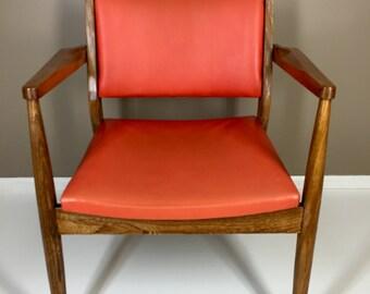 Mid Century Modern Walnut Paoli Chair
