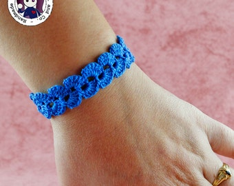 Crocheted bracelet (blue)