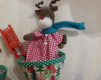 Sale 20% : Christmas reindeer with sleigh (cone puppet)