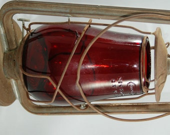 Vintage Deitz Hy-Lo Red Glass Railroad Lantern Repaired with No Paint     01143
