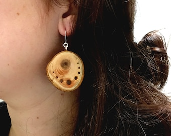 Wood slices earrings with little holes, elegant and natural