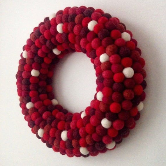 how to make a felt ball christmas wreath