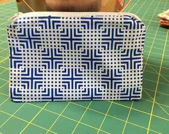 Cosmetic zipper pouch