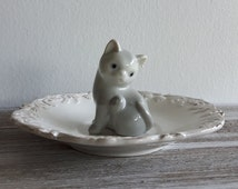Sweet vintage cat ring dish, raised detailed saucer, OOAK, porcelain figurine, grey cat, jewelry storage, trinket dish, cottage chic,