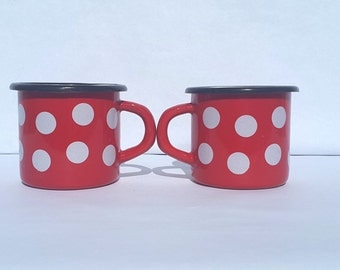 Set of 2 enamel mugs cups red and white polka dots / vintage enamelware / coffee / Breakfast / Picnic / Camping