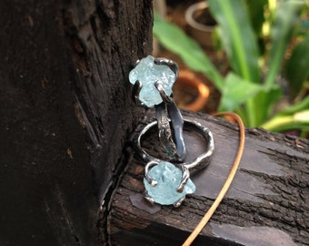 Rough aquamarine ring / Raw aquamarine sterling silver rustic - organic ring