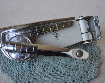 Reduced again! Dazey Magnetic Wall-Mounted Ivory Can Opener - Vintage