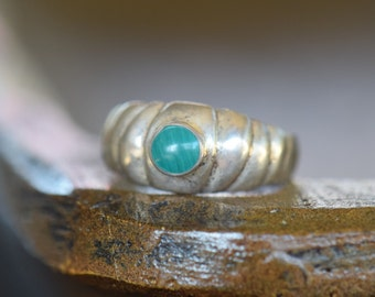 Beautiful Green Solitaire Gemstone Vintage Wide Band Ring, US Size 8.75, Used