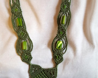 Green necklace macrame CL12