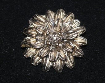 Vintage gold tone Flower Brooch