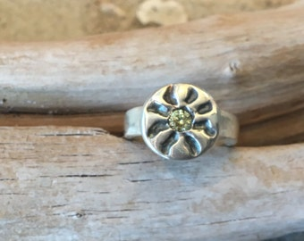 Fine Silver Antiqued Sun Ring with 4mm Peridot CZ Size 7