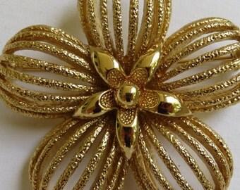 Vintage Monet Brooch Gold Tone Vintage Brooch Monet Flower Brooch Vintage Jewelry Costume Jewelry Flower Brooch Vintage Monet Pin Gold Tone