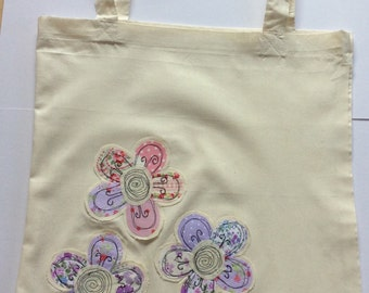 Tote bag with flower applique