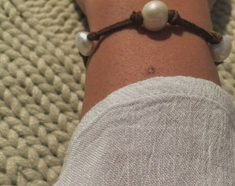 Knotted Leather bracelet // pearls