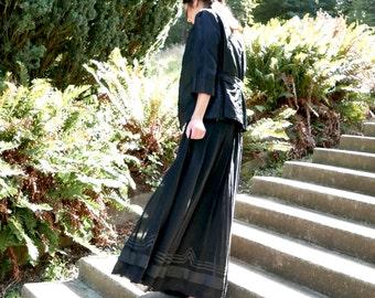 Late Victorian Black Skirt 27 Inch Waist