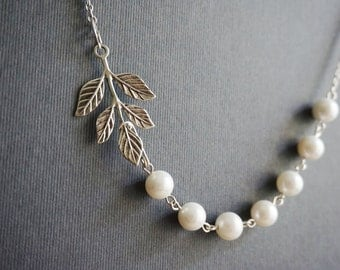 Fall Jewelry Fall Necklace Leaf Necklace Pearl Necklace Mother Of Pearl Necklace Bridesmaid Gift Simple Jewelry Bridesmaid Jewelry Set
