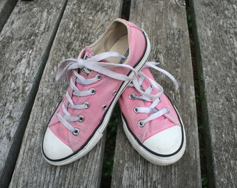 Pink Coverse low top size 3 All Star