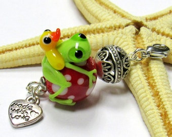 SMAUGGS pendant (1p, 58mm x 20mm), glass, red, green, with clasp, frog and duck