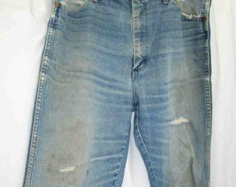 Distressed Wrangler 70s Denim Vintage Jeans 70s straight leg denim Trashed jeans Faded blue metal zipper USA made 36 33