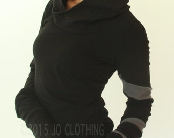 hooded top with extra long sleeves/ Black with Cement Grey spiraling stripe details