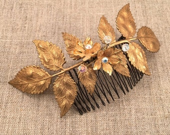 Bridal hair comb with leaves, crystals and vintage flowers