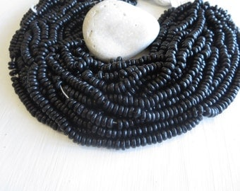 black  coconut rondelle beads   , small discs spacer , dyed black , 7 to 8mm diameter   / 12 inches  strand  -  6a15-4