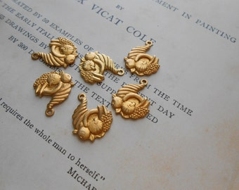 6 pc vintage brass cornucopia thanksgiving fall horn of plenty autumn charms