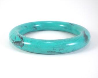 Blue Hard Plastic Lucite Bracelet - Summer Blue Bangle - Marbled Robin Egg Bangle Bracelet - Vintage Jewelry