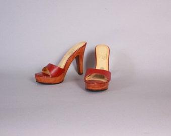 Vintage 70s Platform SANDALS / 1970s Boho Burgundy Leather Wood Heel Platforms 7