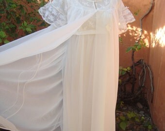 Vintage 1960s Dressmaker Designed by Radcliffe White Chiffon Nightgown Peignoir Set Size 32