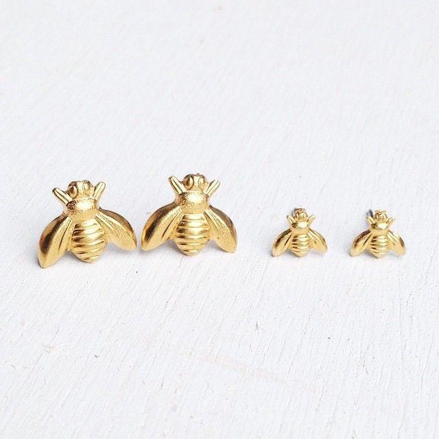 tiny gold bee earrings gold bee stud earrings golden