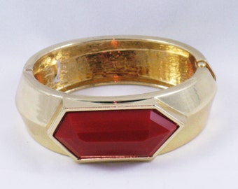 Vintage Gold Tone Red Thermoset Hinged Clamper Bracelet (BR-3-3)