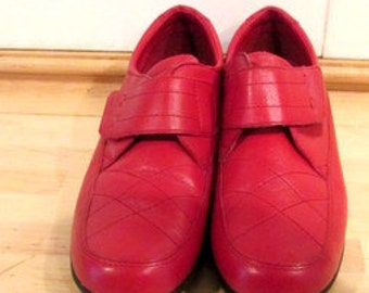 Red Flat Dr. Scholls Loafer Shoes.  Red Loafer Shoes.  Red Sneakers.  Red Flat Shoes. Walking / Travel Shoes.  Vacation Shoes. size 8 1/2
