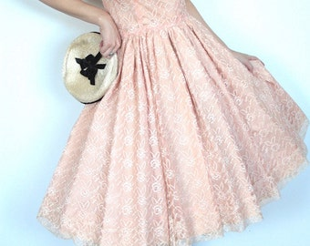 Vintage 1950s Dress // 50s Pale Ballet Pink Lace Party Gown // Lace Prom Dress // Thin Strap Full Skirt Hourglass Dress
