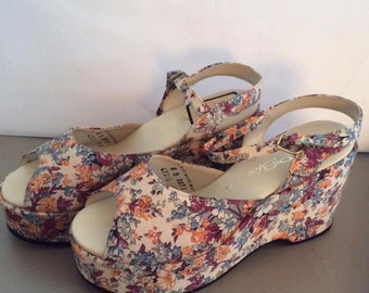 Vintage 1970s Shoes Platforms Deadstock Never Worn Floral Fabric Topicals Brand