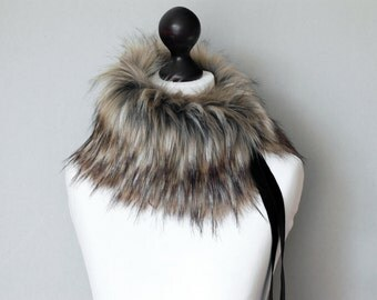 Faux fur scarf in beige and black. Beige black faux fur neck warmer. Womens faux fur collar with black velvet ribbon.