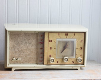 Vintage Clock Radio, 1950s  Clock Radio, Atomic Home Decor, Arvin Clock Radio, Ivory Cream Mid Century Home Decor,