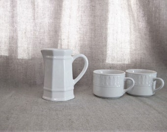 Vintage  Pfaltzgraff Heritage Creamer / Vintage White Creamer / Cottage Chic White Mini Pitcher