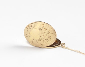 Vintage Mid-Century Large Oval Locket Necklace - Circa 1940s 12k Gold Filled Heart Flower Floral Pendant Photograph Photo Keepsake Jewelry